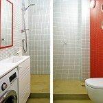 ванная комната, сочетание белого и красного, мелкая плитка, навесной унитаз, душевая на подиуме, стиральная машинка в ванной комнате, необычное сочетание цветов для ванной, столешница с мойкой, кран, располагающийся сбоку от раковины