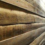 дока в интерьере, стена из дерева, красивая текстура дерева